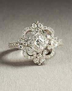 beautiful vintage ring...would so take this for a wedding ring....
