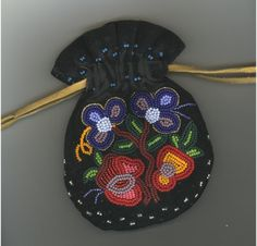Metis Beadwork Understanding Metis Beadwork - Click the link to access an article explaining some of the common motifs in Métis beadwork, especially its Ojibway influences.