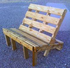 a wooden deck/garden bench made out of wood pallets, easy to make, good recycle project http://www.freeredirector.com