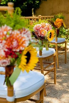 Awesome aisle marker! Loving the sunflowers {Dreamers and Heroes} #weddings