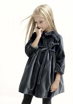 #grey #gris #velvet #terciopelo #vestido #niña #estilo #elegante #dress #girl #style #elegant #robe #fille #élégant #mode #fashion #Little #fashionista #kids #Street #style #cool #look #formal #wear