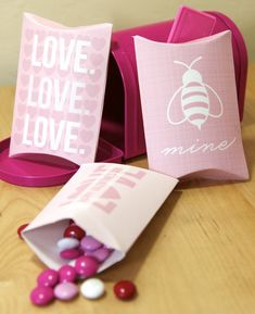 free Valentine's pillow boxes