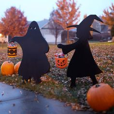 These Halloween yard silhouettes are both spooky and cute. Free cat, jack-o'-lantern, skeleton, rat, ghost, witch and lantern silhouette patterns and DIY instructions included.
