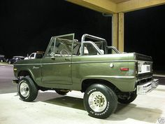 71 Ford Bronco. Green over Tan