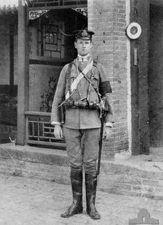 Lieutenant Leighton S. Bracegirdle, who served with the Naval Brigade during the Boxer Rebellion, 1900-1901. cir 1900, boxer rebellion