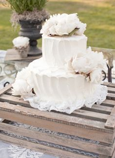 simple cakes, white weddings, floral designs, white cakes, flowers