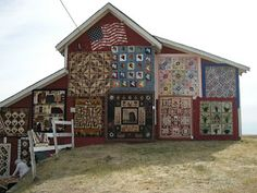 Quilt show on the barn