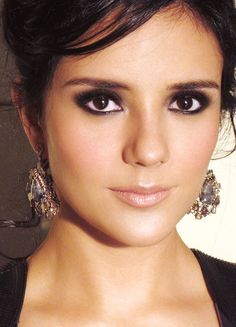 All over soft smokey eye w soft nude lips {hair, makeup, earrings...idea for ludovico concert}