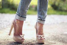 acid wash folded skinny jeans & nude pink pumps. <3