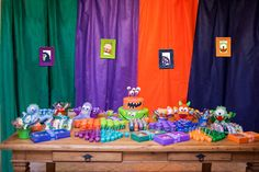 Monsters have fun with Pedro | CatchMyParty.com: THE FUN TABLE