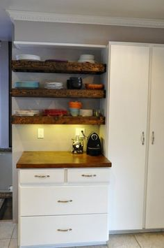 Aged wood floating shelves - DIY with instructions!