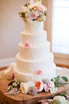 s t u n n i n g ! White wedding cake with pale pink roses