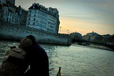 Go by the light - wine picnic at dusk on the Seine #parisianpicnic