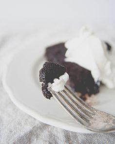 VEGAN + GLUTEN FREE CHOCOLATE CAKE WITH COCONUT WHIPPED CREAM / the kitchy kitchen #glutenfree #vegan