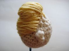 How to Make Hairdo for Crocheted Rose Tyler 50s Amigurumi Doll - Phototutorial  https://www.flickr.com/photos/12928926@N06/sets/72157605759222508/