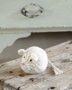 How to knit a mouse.