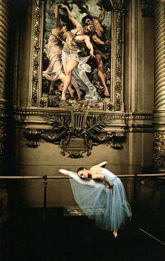 ALEXANDRA CARDINALE IN FOYER DE LA DANCE, OPÉRA DE PARIS (2009). PHOTOGRAPHER: GÉRARD UFÉRAS