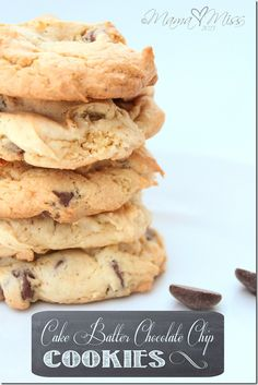 Cake Batter Chocolate Chip Cookies | @mamamissblog #cakebatter #chocolatechip #cookies