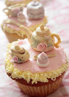 Vintage tea set cupcakes