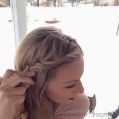Tutorial on easy way to pin bangs back... Super cute! pinning bangs, pin bangs back, cute ways to pin back bangs