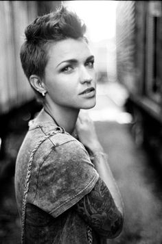 If ever I were to cut my hair short I would want it to look like this!