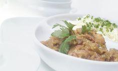 eceta de Eva Arguiñano de pollo a la griega. Pollo guisado en olla rápida con curry, yogur y almendras picadas. #pollo #yogur