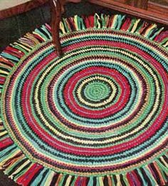 Make a crochet rug                                             Pattern via FreeVintageCrochet
