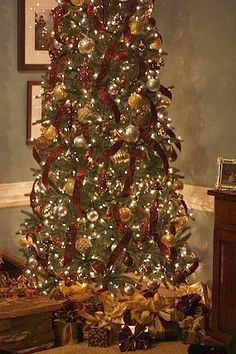 Google Image Result for http://beautyandbedlam.com/wp-content/uploads/2010/12/brown-and-gold-Christmas-Tree-decor.jpg