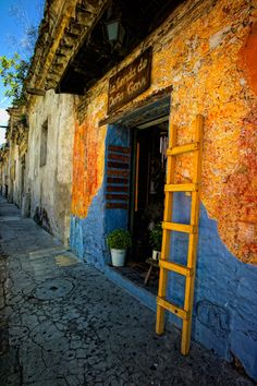 The colorful alleys of Antigua