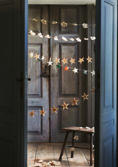 decorate: hand-made paper star garland #ModernThanksgiving