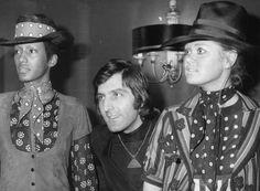 French fashion designer Emanuel Ungaro, avec deux modèles, 1971