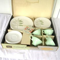 Melmac Dinnerware Set of 16 Dishes, Four Place Settings, Mint Green ...