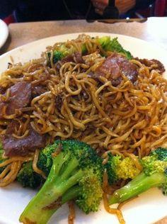 chow mein w/ broccoli