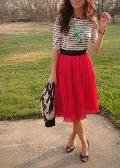 Just bought a skirt like this and wasn't sure what to wear with it, this looks good!