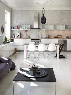 mesa branca + cadeiras
