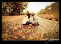 kiss, engagement pictures, fall leaves, fall pictures, engagement photos