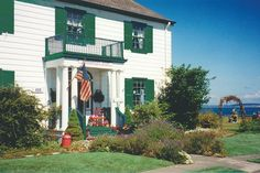 Commander's Beach House: A classic beach-side Bed and Breakfast Inn