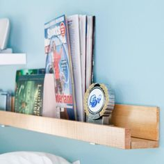 This book shelf is under $10 and will take you under 10 minutes to make. What are you waiting for?