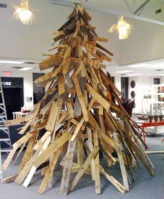 Houten kerstboom - New inspiration: Christmas Tree of Wooden Pallets and Wreath