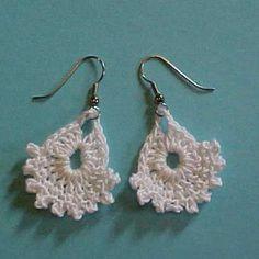 free Dainty lacy earrings crochet pattern