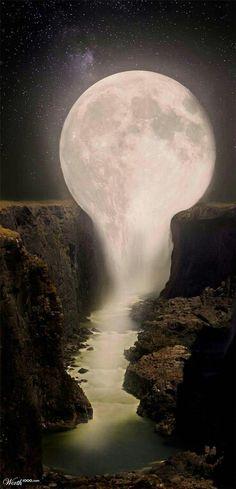 Sur cette oeuvre on peut voir la lune qui s'étend en coulant un peu comme une chute  entourée de rochers. J'ai été perplexe quand j'ai vu cette oeuvre parce que je trouvais étrange que la lune se continue en faisant une chute.