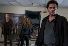 The guys aren't big on smiling. #nbcrevolution #Revolution #DavidLyons #TracySpiridakos #billyburke