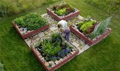 This raised bed layout would work on a variety of sites, and could be customized to the shape of your lot. Design by Hershberger Design in Jackson Hole, WY. See more vegetable garden designs here: http://www.landscapingnetwork.com/vegetable-gardens/#
