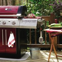 Easy Organizing: Your Grill -- Keep your grill and deck organized with these simple tips.