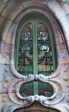 Casa Comalat. Finestra. Façana posterior  BCN