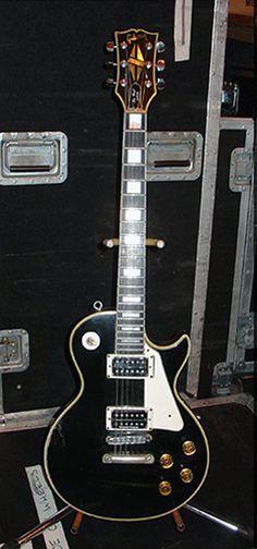 Tommy Thayer   '76 Gibson Les Paul Custom.