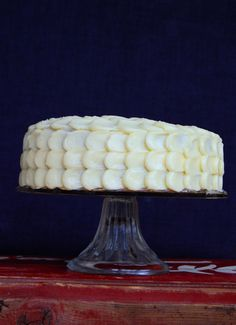 """Cake decorating and styling: How to frost your cake with this beautiful """"drop-shaped"""" frosting. www.copenhagencakes.com <3"""