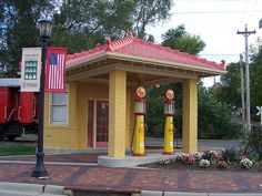 2 Pump Gas Station~Lebanon, Ohio - photo by The Upstairs Room