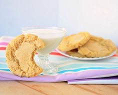 flourless peanut butter cookies - plus a list of other GF desserts (Valentines!)