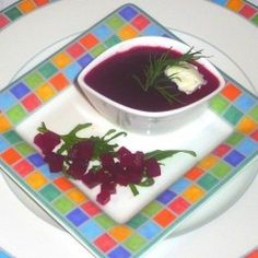 ESSEN & TRINKEN - Rote Bete mit Feldsalat und Gorgonzola-Dressing Rezept